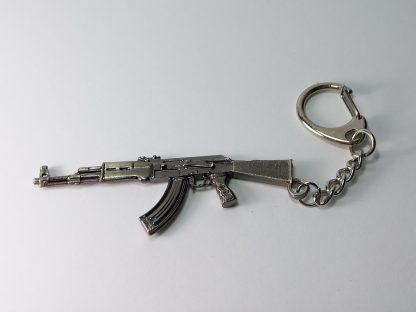 privezak za ključeve kalaš ak-47 metalni oružje privesci