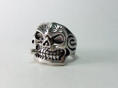 prsten kosturska lobanja sa cigarom od nerđajućeg čelika