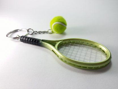 zeleni reket i teniska loptica privesci za ključeve unikat