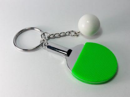 zeleni stoni tenis reket i loptica privesci