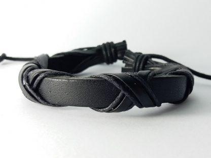crna pletena narukvica za muškarce od kože