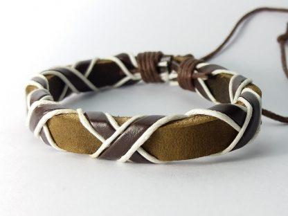 braon pletena narukvica kožna sa belim detaljima