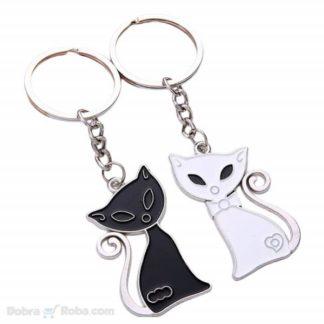 poklon privesci crna bela maca dva priveska za sve koji vole mačke