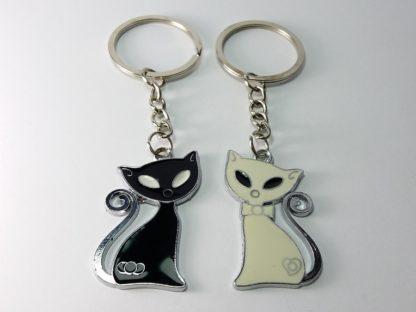 crni mačor i bela mačka privesci za ključeve poklon