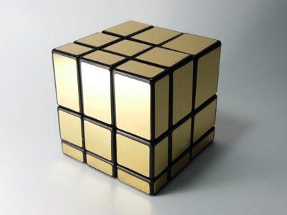 zlatna rubikova kocka mirror